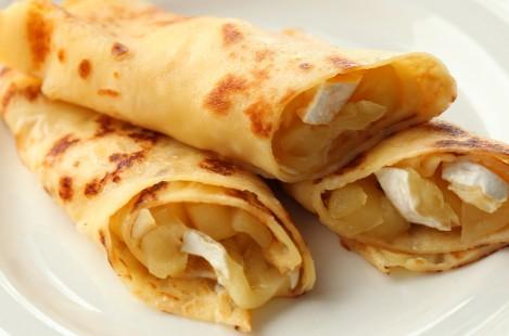 Блинчики, фаршированные сыром Милкана Камамбер Ле Кремье и яблоками