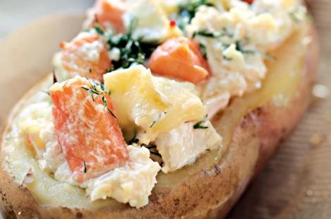 Картофель, фаршированный сыром Бри Милкана Ле Сюпрем и лососем