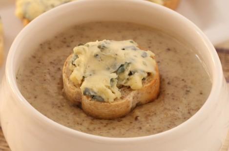 Грибной суп с голубым сыром Сент-Агюр