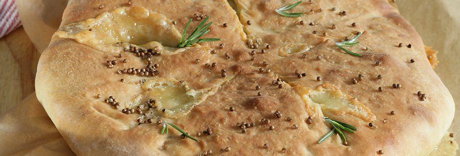 Хлеб фугас с сыром Каприз богов и розмарином
