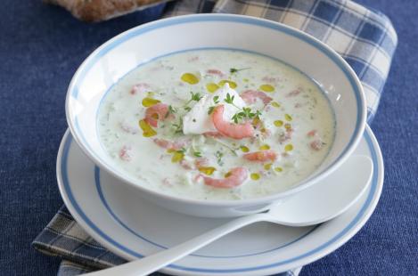 Холодный крем-суп из огурцов с креветками и сыром Тартар