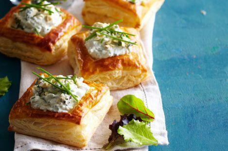 Хрустящие слойки с сыром Сэнт-Агюр